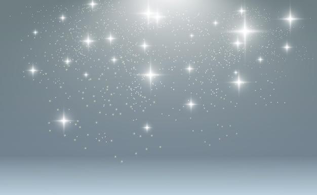 De belles étincelles brillent d'une lumière spéciale le vecteur scintille sur un fond transparent