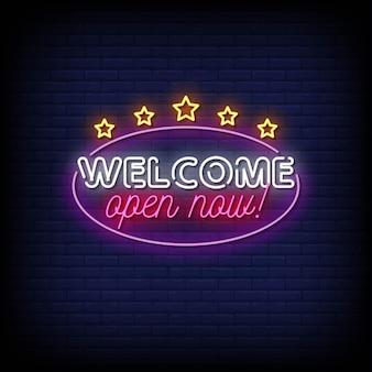 Bienvenue ouvert maintenant enseigne au néon sur mur de briques