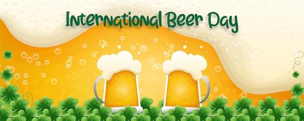 Bière blonde avec bannière de bulle heureuse.