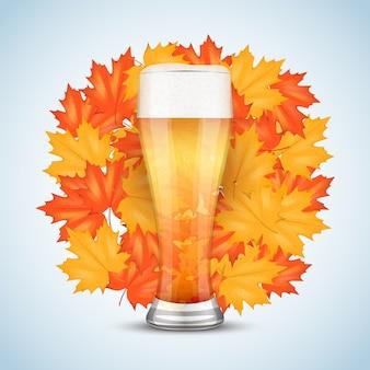 Bière de célébration octoberfest. verre à bière et malt de grain. feuilles d'automne