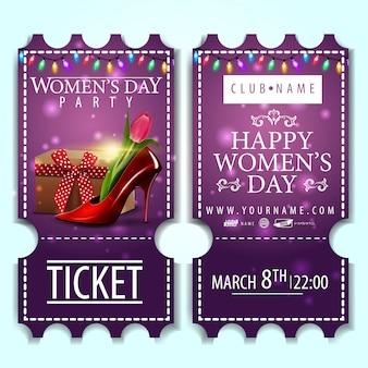 Billet violet pour la fête des femmes avec chaussure