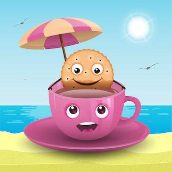 Un biscuit dans une tasse sur la plage.