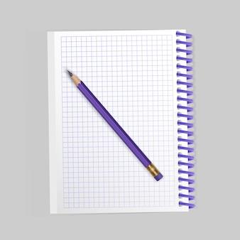 Bloc-notes en spirale réaliste vierge et crayon réaliste isolé