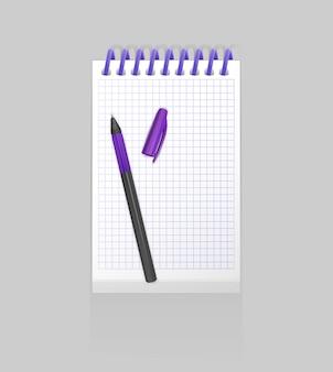 Bloc-notes à spirale réaliste vierge et stylo réaliste isolé