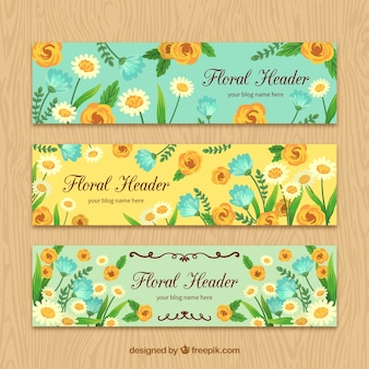Blog-tête avec des fleurs peintes à la main