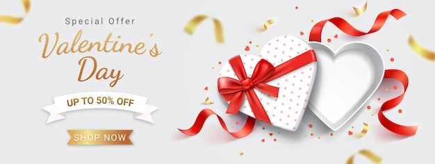 Boîte cadeau blanche en forme de coeur ouvert vide avec ruban rouge.