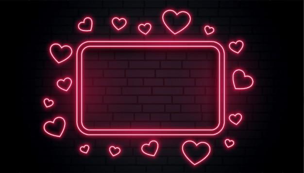 Boîte de cadre néon coeurs d'amour rouge avec espace de texte