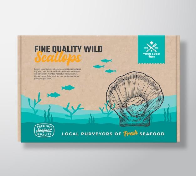 Boîte en carton de fruits de mer de qualité fine. conception d'étiquettes d'emballage alimentaire de vecteur abstrait. typographie moderne et silhouettes de pétoncles et de poissons dessinés à la main. disposition de fond de paysage de fond de mer avec la bannière.