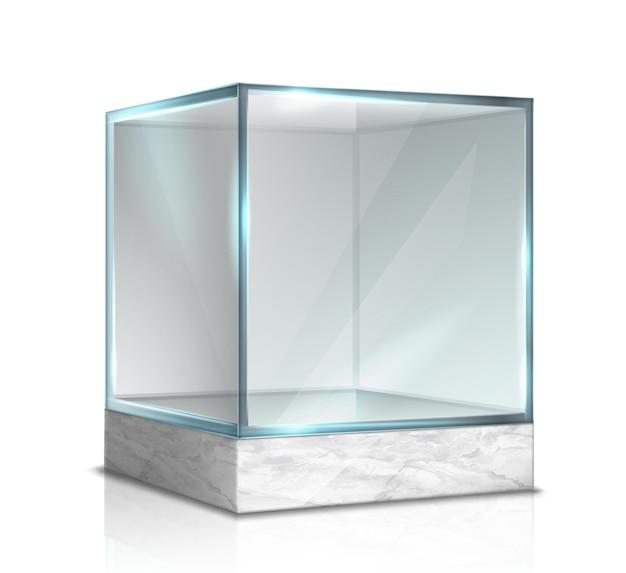 Boîte en verre cube pour présentation sur support en marbre isolé sur blanc
