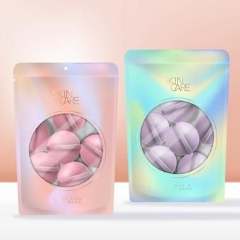 Bombe de bain parfumée dans une pochette, un sachet ou un paquet de fermeture à glissière imprimé abstrait irisé avec fenêtre ronde transparente.