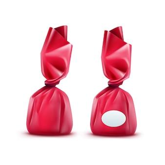 Bonbons au chocolat réaliste en emballage brillant rose foncé close up isolé sur fond blanc
