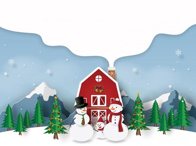 Bonhomme de neige avec la maison rouge au jour de noël