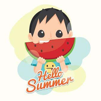 Bonjour l'été avec la pastèque fraîche et le garçon mignon.