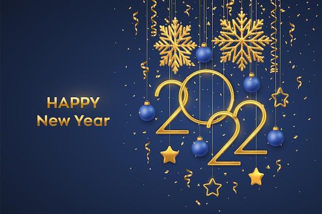 Bonne année 2022. numéros métalliques dorés suspendus 2022 avec des flocons de neige brillants, des étoiles métalliques 3d, des boules et des confettis sur fond bleu. modèle de carte de voeux ou de bannière de nouvel an. vecteur.
