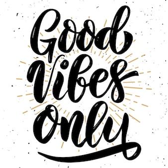 Bonnes vibrations seulement. citation de lettrage de motivation dessinés à la main. élément pour affiche, bannière, carte de voeux. illustration