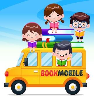 Bookmobile de dessin animé avec des enfants heureux