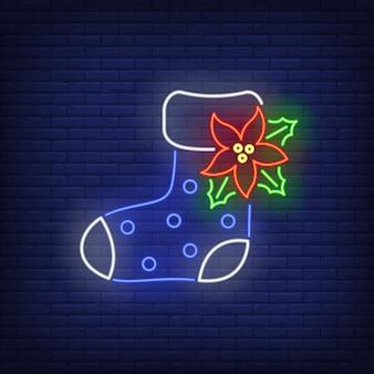 Botte en feutre avec enseigne au néon à la fleur de poinsettia