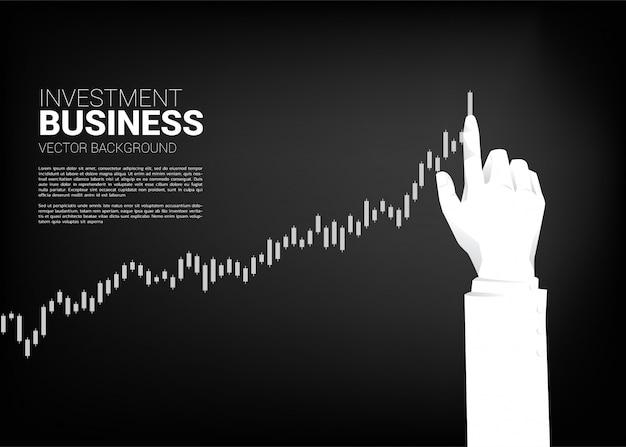 Bouchent la main stock homme d'affaires graphique boursier à plus haut. concept de base pour réussir et faire croître son entreprise