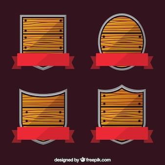 Boucliers en bois avec des rubans rouges