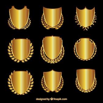 Boucliers d'or avec des couronnes de laurier