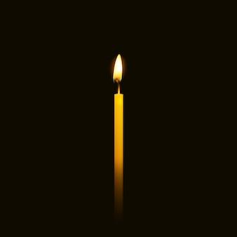 Bougie flamme agrandi isolée sur fond noir.