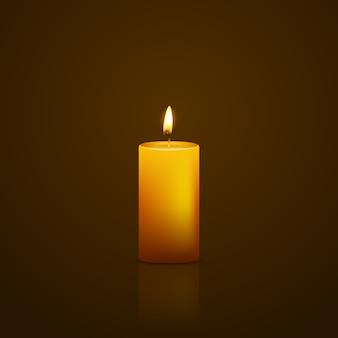 Bougie jaune sur fond noir avec reflet