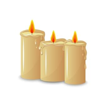 Bougies de cire sur un fond blanc isolé. fête. décor. décoration. confort.