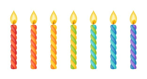 Bougies de gâteau d'anniversaire avec flamme. bâtons de cire torsadés avec mèche brûlante isolés sur fond blanc. ensemble de dessin animé de vecteur de bougies à rayures colorées pour la fête de vacances ou la célébration de noël