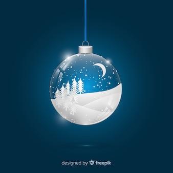 Boule de Noël réaliste sur le terrain enneigé