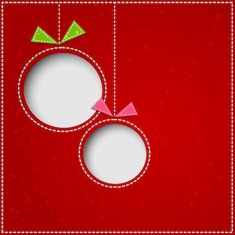 Boules de noël abstraites découpées dans un fond de papier rouge.