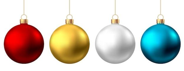 Boules de noël réalistes rouges, or, argent, bleu isolés sur fond blanc. décoration d'arbre de noël de vecteur.