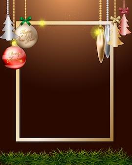 Boules de noël suspendus décoration sur cadre doré.