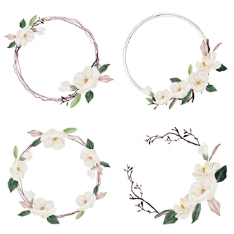 Bouquet de fleurs et de feuilles de magnolia aquarelle isolé
