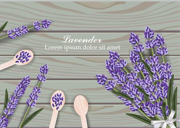 Bouquet de fleurs de lavande sur fond en bois