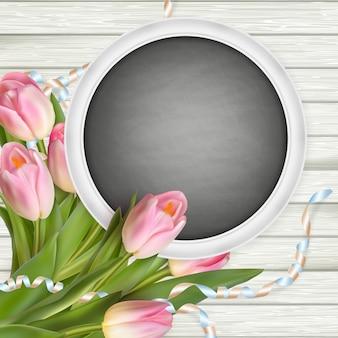 Bouquet de tulipes et tableau noir.
