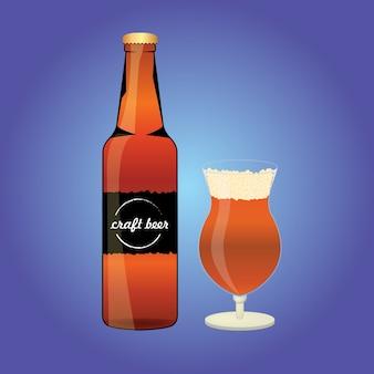 Bouteille de la bière avec du verre