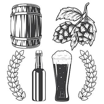 Bouteille de bière, tasse, tonneau et houblon