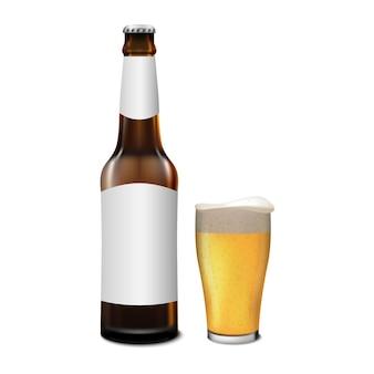 Bouteille de bière et verre de bière isolé sur fond blanc, illustration vectorielle