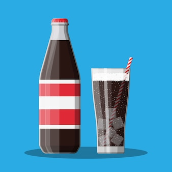 Bouteille et verre avec cola et paille rayée.