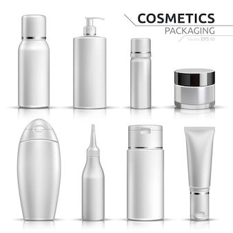 Bouteilles cosmétiques réalistes mock up set sur fond blanc