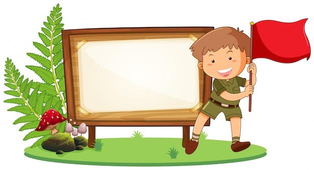 Boy scout sur planche de bois