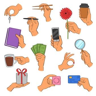 Bras de mains tenant un smartphone ou une tasse de café et des doigts montrant des cartes de crédit ou des cadeaux illustration ensemble de main avec livre ou fleur sur fond blanc