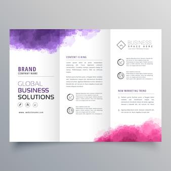 Brochure d'affaires trifold abstrait avec effet aquarelle
