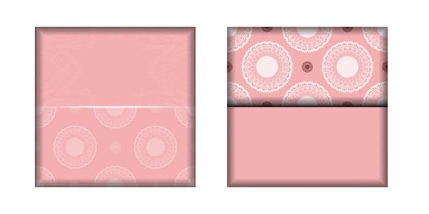 La brochure de félicitations de couleur rose avec un motif blanc luxueux est prête à être imprimée.