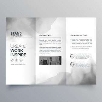 Brochure à trois volets avec la conception de tache d'encre noire