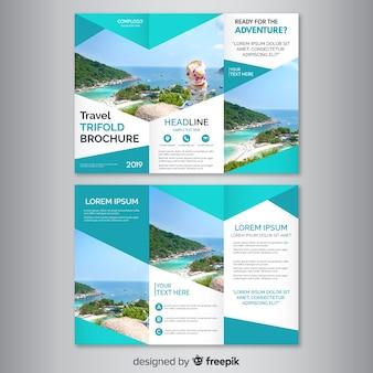 Brochure de voyage à trois volets