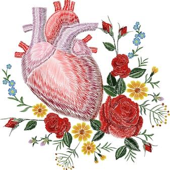 Broderie crewel coeur anatomique humain médecine organe fleur rose floraison. patch détaillé de texture de conception brodée au point rouge. illustration vectorielle de mode décoration modèle.