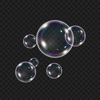 Des bulles d'air pétillantes sous l'eau coulent sur fond blanc. fizzy scintille dans l'eau, la mer, l'aquarium. soda.