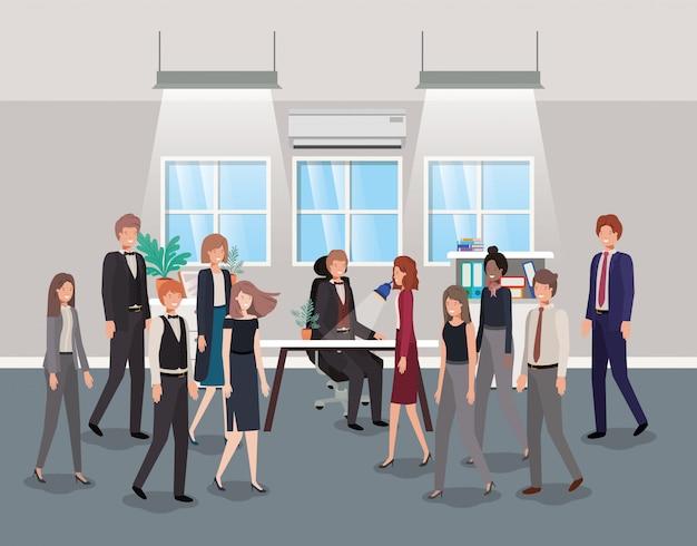 Bureau moderne avec des hommes d'affaires