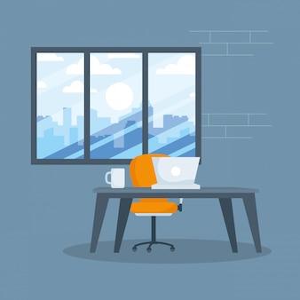 Bureau avec ordinateur portable et tasse de café devant la fenêtre